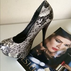 Shoes - Printed platform Pump