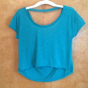Dots Tops - Greenblue crop top with low back.