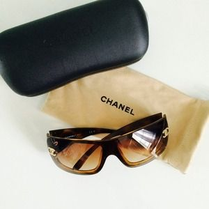 CHANEL Accessories - Chanel tortoise shell brown sunglasses