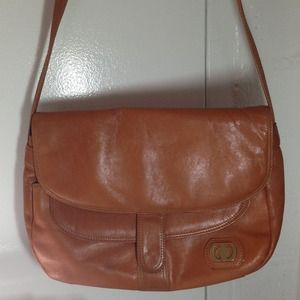 Vintage tan genuine leather Crossbody purse OBO❤