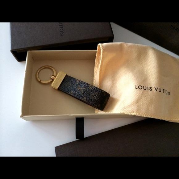 aa67be2ab951 Louis Vuitton Dragonne Monogram Key Holder