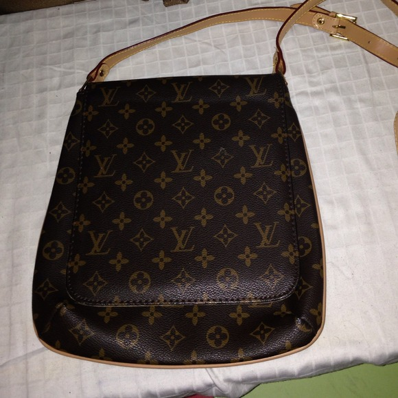 afbe6067cf73 fake louis vuitton Handbags - Knock off! Louis Vuitton cross body bag! NOT  REAL
