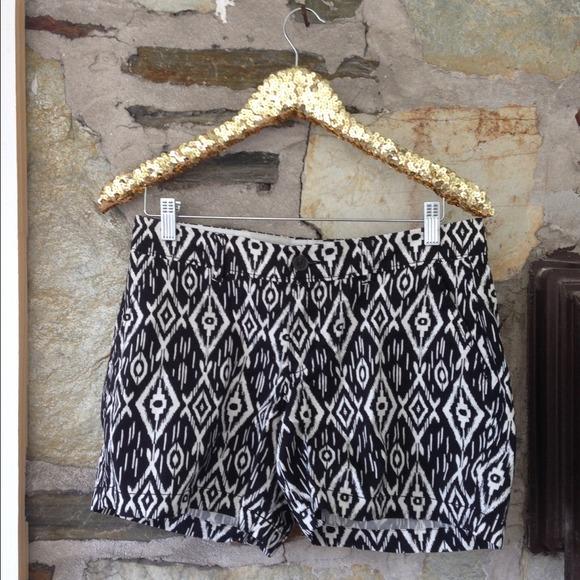 Ikat black & white print Old Navy shorts NWOT sz 6