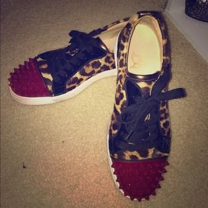 Womens louboutin gomme/spikes sneaker