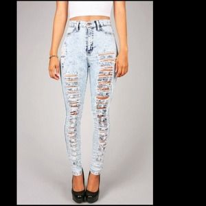 🚫 SOLD💗 Acid Wash Distressed High Rise Jeans💗