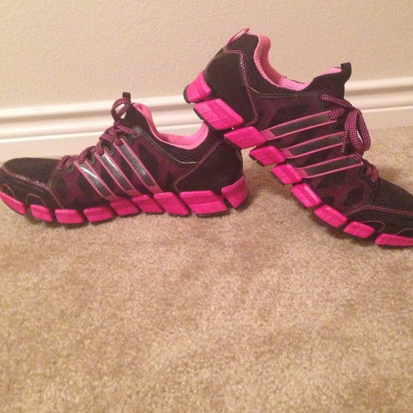 hot pink and black adidas shoes