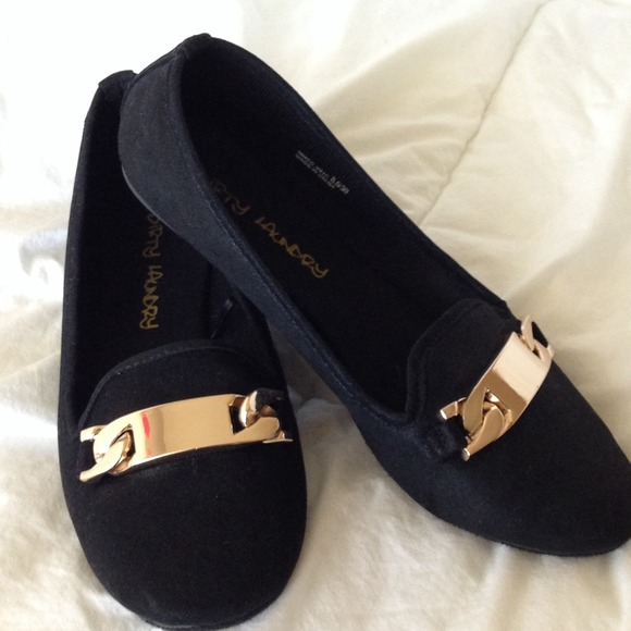 393a6435303 dirty laundry Shoes - Gold buckle black flats