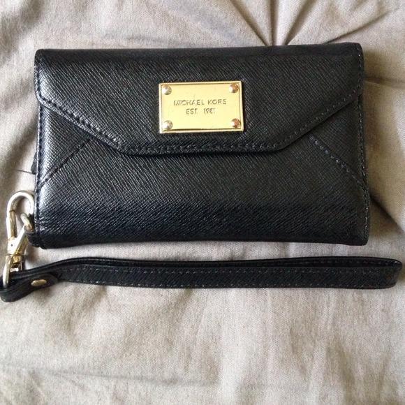 d3f475c6116fed Michael Kors Bags | Iphone 55s Wristlet Black Saffiano | Poshmark