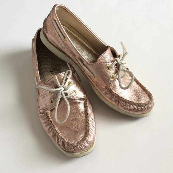 e068ece06994 Metallic Rose Gold Sperry Topsider Boat Shoes. M 53f7cf6788e3c6382300e780
