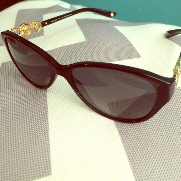 f2952ca5300 Versace polarized cat eye sunglasses. M 53fa55fb14e1a01ed30e3327. Other  Accessories ...