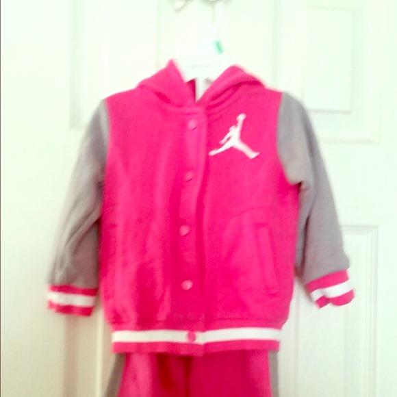 Baby Jordan sweat suit. M 53fa586e2d249029430e212e b19bd596b3b9