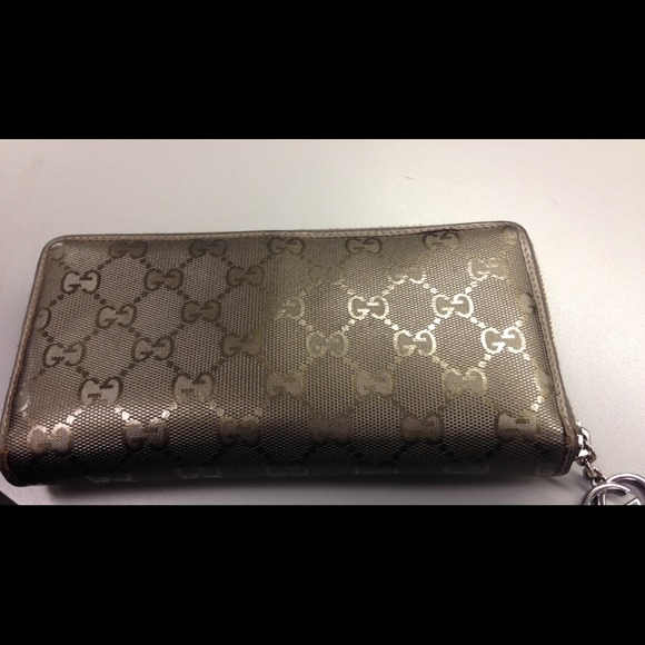 585c01c44cc Gucci Clutches   Wallets - Authentic GUCCI olive green imprime wallet
