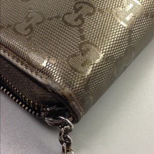 b69ed98fc82 Gucci Bags - Authentic GUCCI olive green imprime wallet. Gucci Clutches    Wallets ...