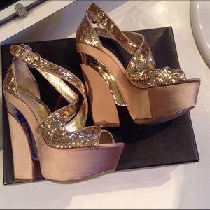 Wild Pair Shoes - SOFIA GOLD HEELS 5 1/2 B NWT