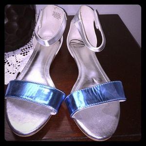 H&M NEVER WORN Silver & Blue Sandals. Sz 7