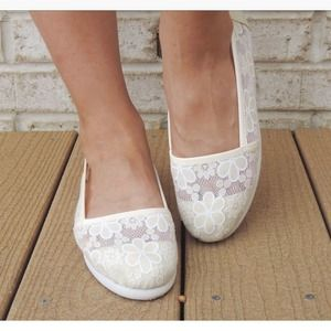 Shoes - Lacy ivory flats