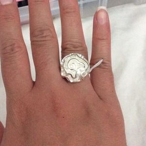 Jewelry - Swirl Silver Ring