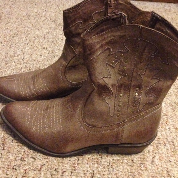 Coconuts - Short brown cowboy boots from Rachel&39s closet on Poshmark
