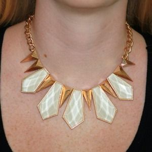 White and gold spiked necklace set