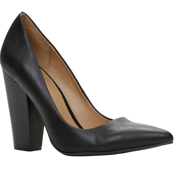 Black Pointed Toe Pumps w Thick Heel