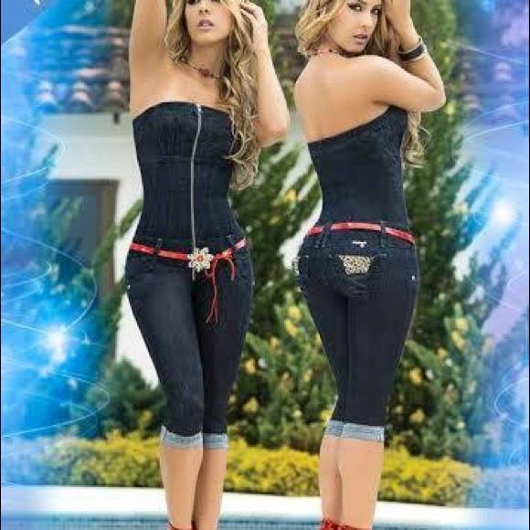 07cfd00c68f6 Dark blue strapless levantacola Capri jumpsuit
