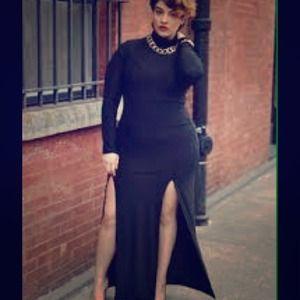 Dresses & Skirts - Split me dress!