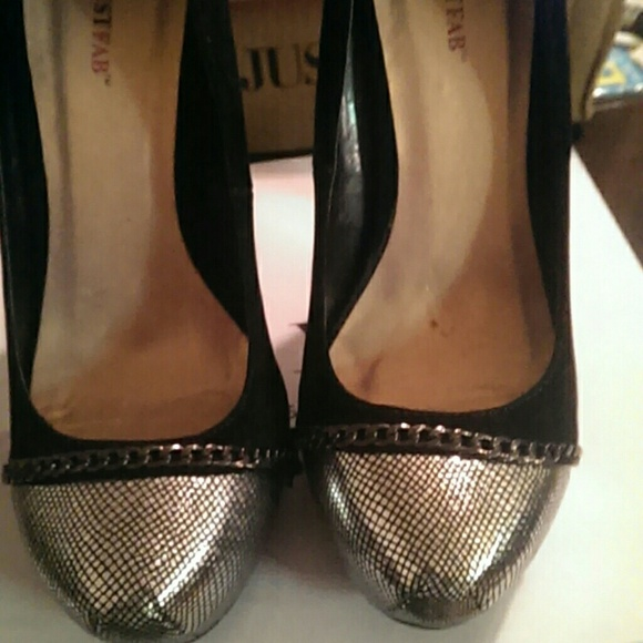 just fab Shoes - Black heels with silver detail and chain.