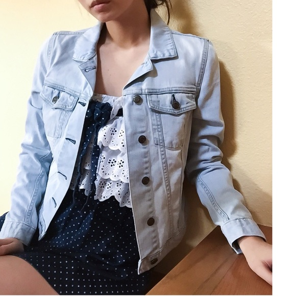 cd2d5e35428eb Light Blue Cropped Denim Jacket Vintage. M 55d531964e674825ea002443