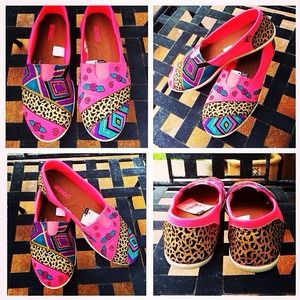 Shoes - 💕 Girlie Girl Hand Painted Shoes🎀
