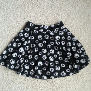 H&M Daisy Floral Skater Circle Skirt, Sz XS, NWOT