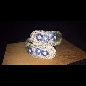Vintage sparkly flowered hinged bracelet