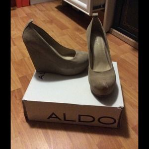Aldo nude suede calcagni wedge