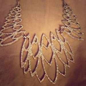 Insta-glam statement necklace