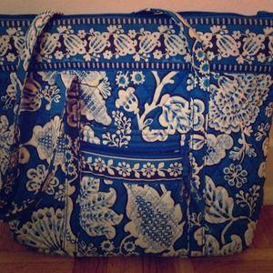 Blue and white paisley Vera Bradley medium tote