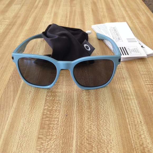 oakley sunglasses blue light