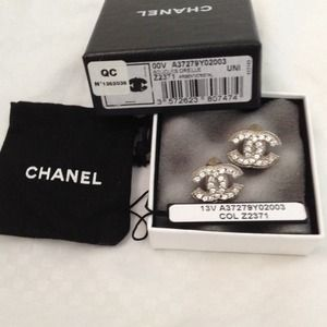 Chanel timeless cc clip on earring 100%