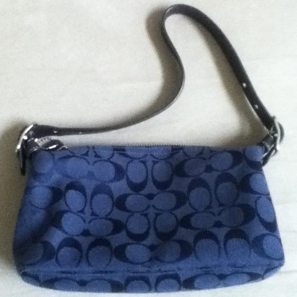 Coach - Coach navy blue signature small purse from Deneise ...