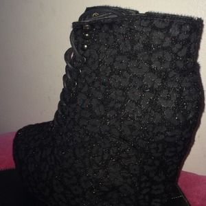 Shoes - Black wedge
