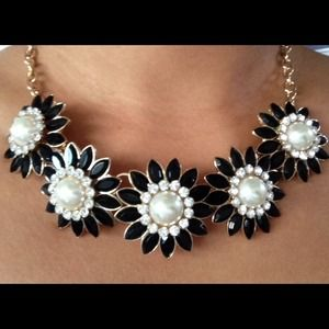  Gold Black flower necklace