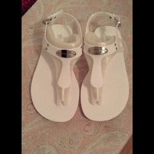White plate t strap jelly sandal
