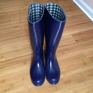 banana republic rain boots on Poshmark
