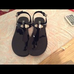 Black silver plate jelly t strap sandals