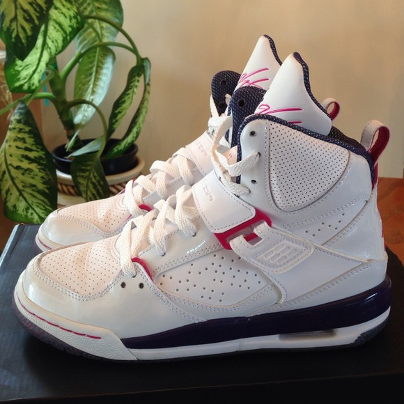 Girls Jordans. Youth size 6, fits size 7.5 and 8.