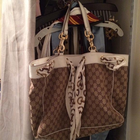 4db199ee923 Gucci Handbags - Gucci Positano Scarf Tote Bag