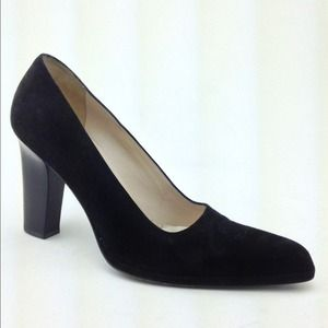 8cee233a55f1 ... Chanel Size 9 Black Suede CC Pumps ...