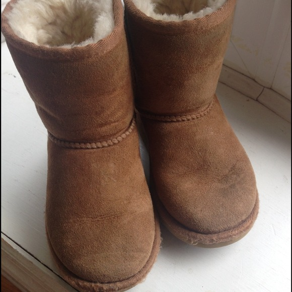 9e65a62be09 Toddler UGG Classic boots Chestnut Size 10