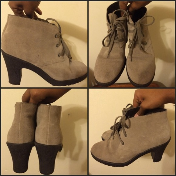 Size 7 Women's Aerosoles Beige/Suede Lace-Up Booties Great Condition