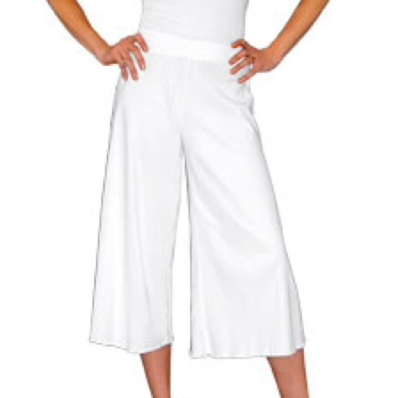 77% off Old Navy Pants - NWOT White Cotton Gaucho Pants from ...