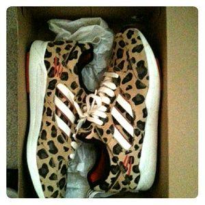1709a5f4cdb Adidas Shoes   Barely Worn Cheetah Print   Poshmark