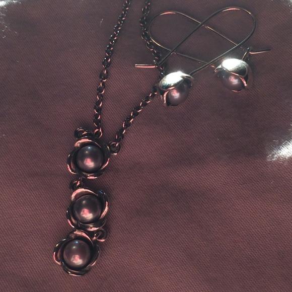 Pandora Grey Pearl Earrings: Pandora Grey Pearl Flower Set